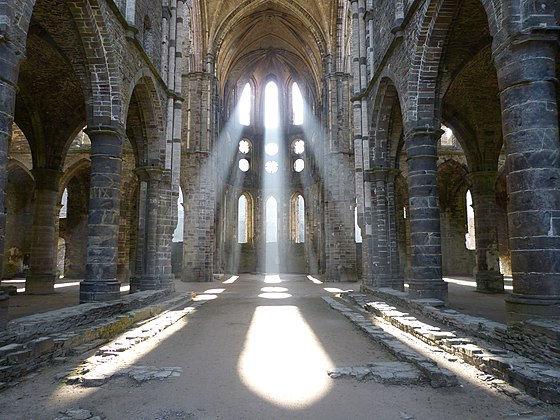 560px-Église_abbatiale.jpg