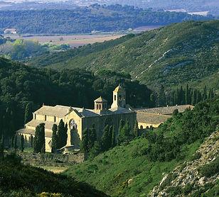 Abbaye-de-fontfroide-vue.jpg