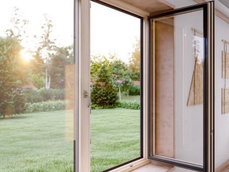 Wohnlich und pflegeleicht: Das Holz-Alu-Fenster