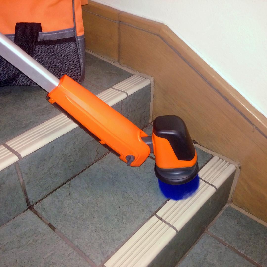 iVo Power Brush XL Stairs Cleaning 2.jpg