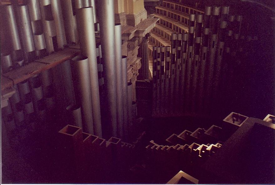 32 Dble Princ inside the empty organ