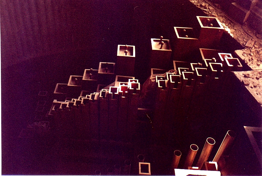 32 Bordon inside the empty organ