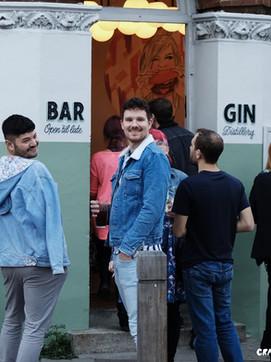 本場イギリスでのジンの最もポピュラーな飲み方とは?