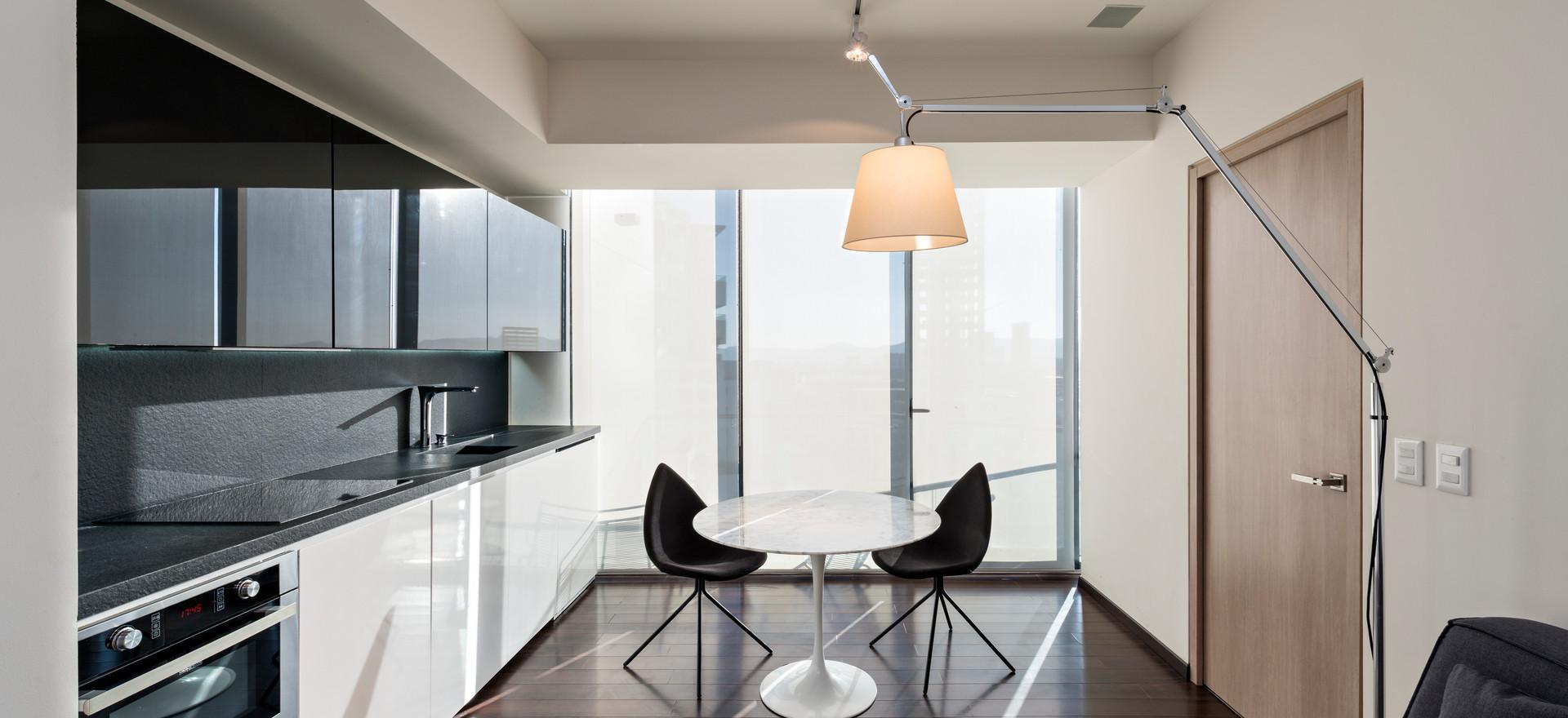 Adamant Apartment / Vargas + Tejeda