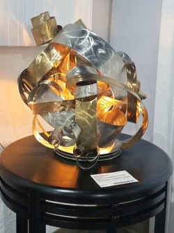 Metal sculpture lamp  Gus&Lina