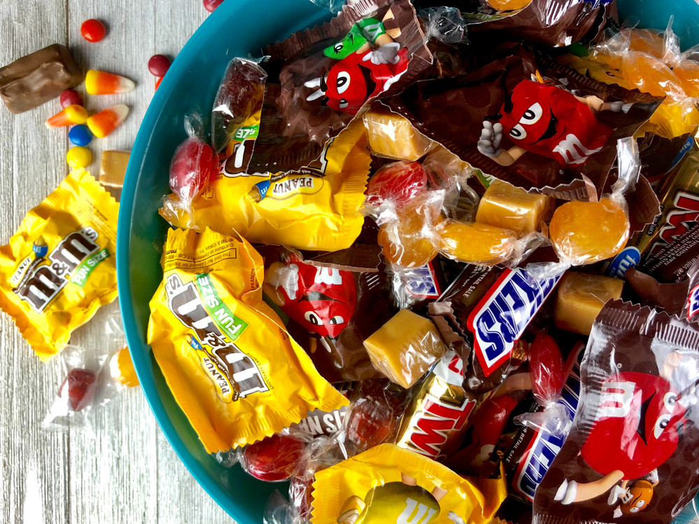 halloween-candy-chocolate-dental-teeth-dentist-health-worst-sweet-treat-sugar-tooth-damage