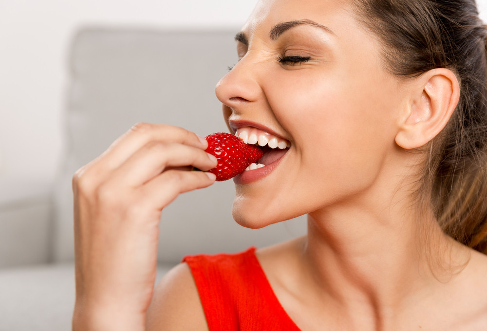 strawberries-strawberry-food-healthy-teeth-dental-health-eating-holidays-christmas