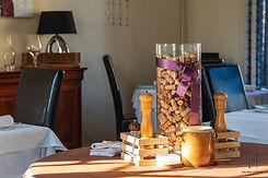 le-prieure-salle-restaurant-detail.jpg