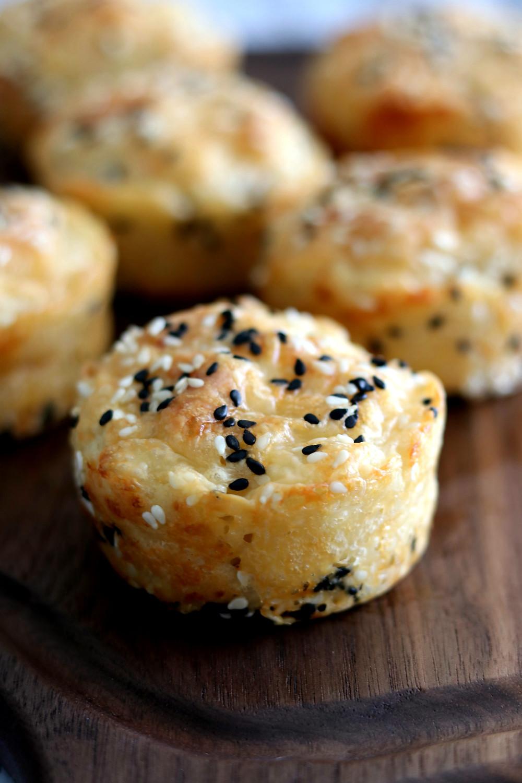 בואיקוס - לחמניות גבינה עם שומשום