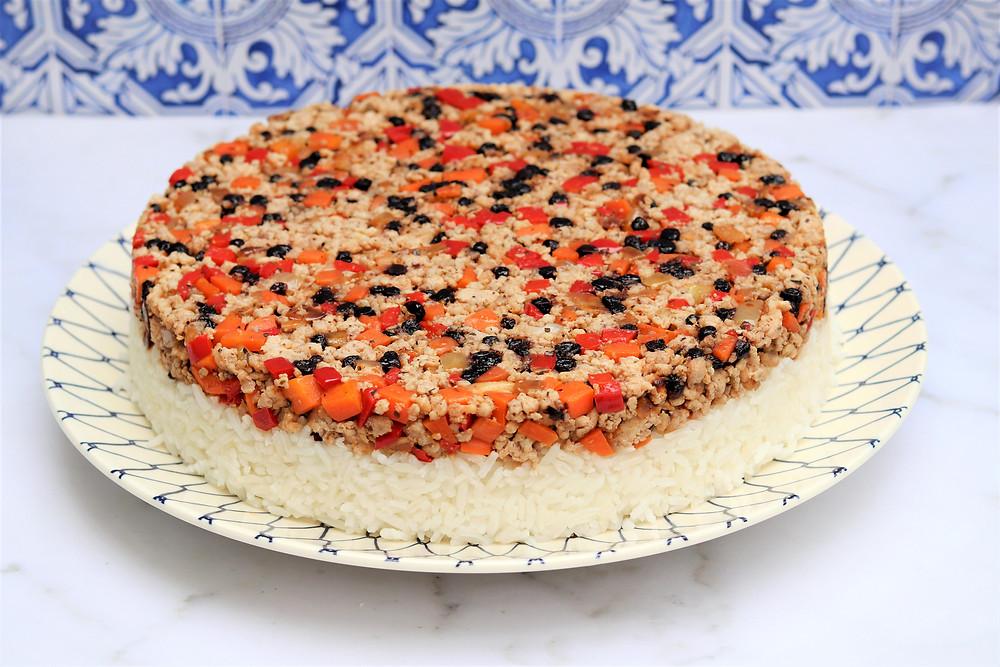 עוגת אורז חגיגית עם בשר