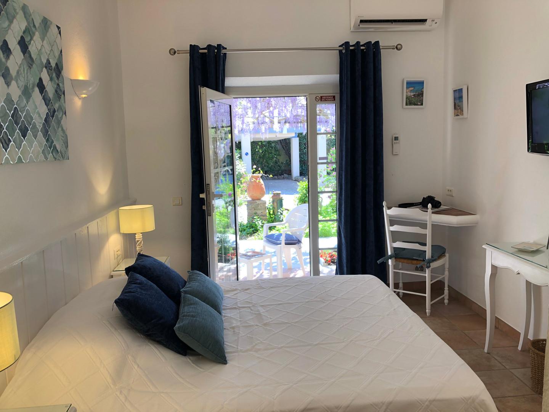chambre terrasse jardin à St-Tropez