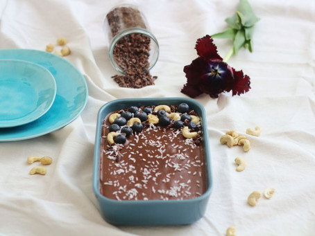 Brownies mit Blaubeeren und Schokoglasur
