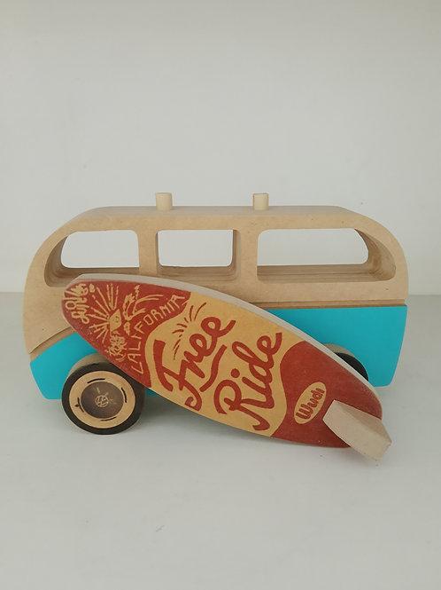 Camioneta con tabla de surf