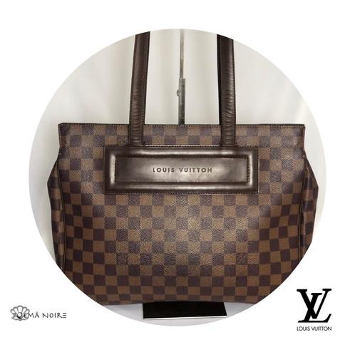 3017302cd Bolsa Louis Vuitton Reade confeccionada em canvas ebene com estampa  monograma da marca. O modelo modelo estruturado possui alça dupla de mão em  couro marrom ...