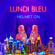 Lundi bleu Helmet On 1.jpg