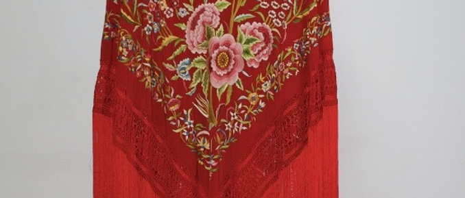 Mantón Rojo Tulipanes en colores