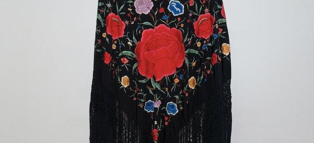 Mantón Negro Rosas Grandes Cigarreras