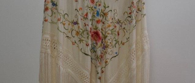 Mantón Isabelita - Crudo en colores