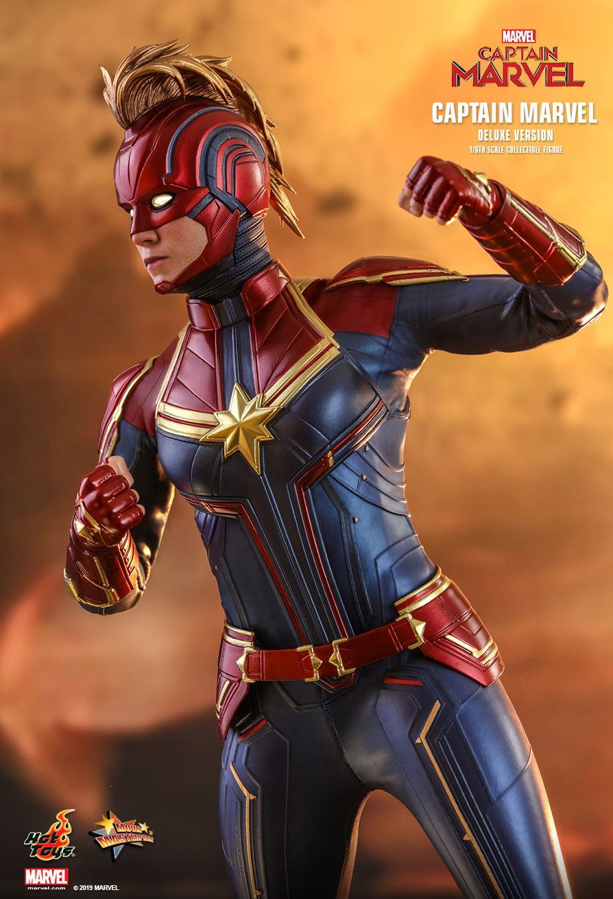 MMS522 Captain Marvel Deluxe Version