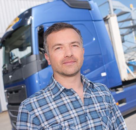 chauffeur met vrachtwagen.jpg