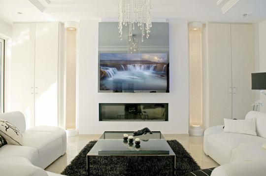 MIRROR+TV+IN+WALL+ON.jpg
