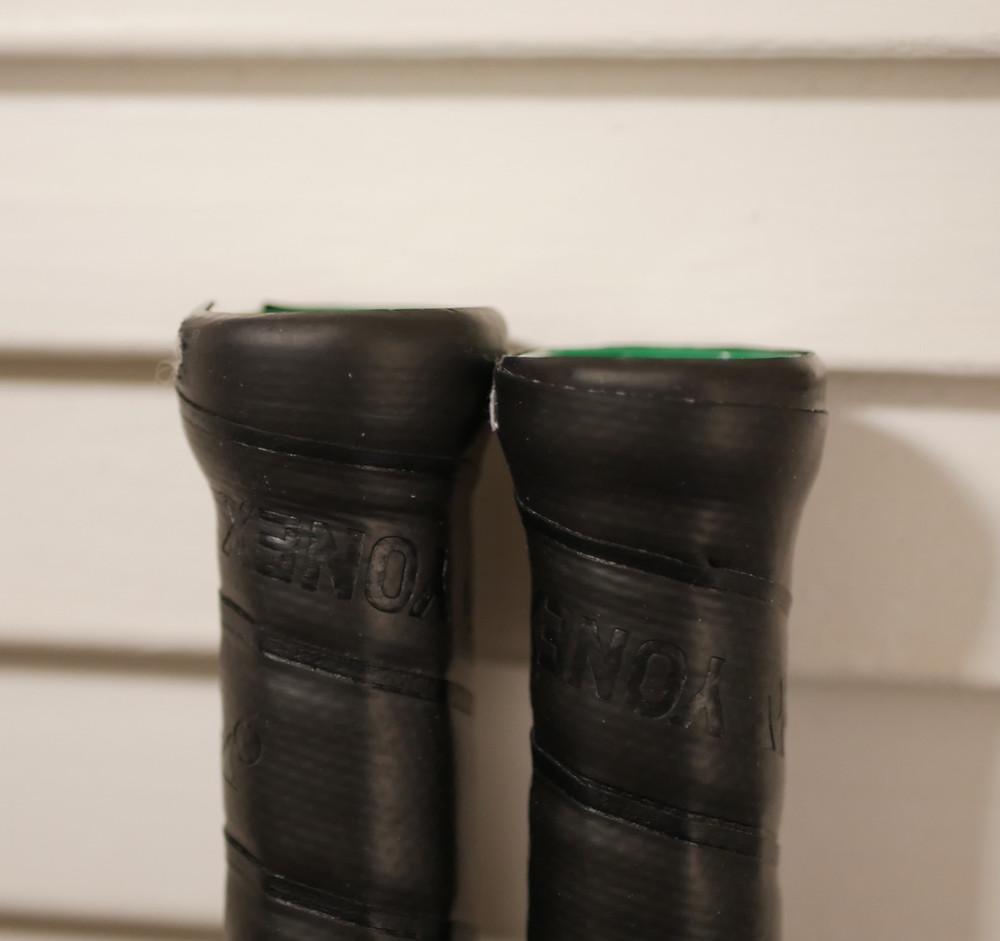 Shorter wooden handle of the Astrox 88S