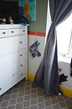 Murals By Marg -- boys hockey room 9