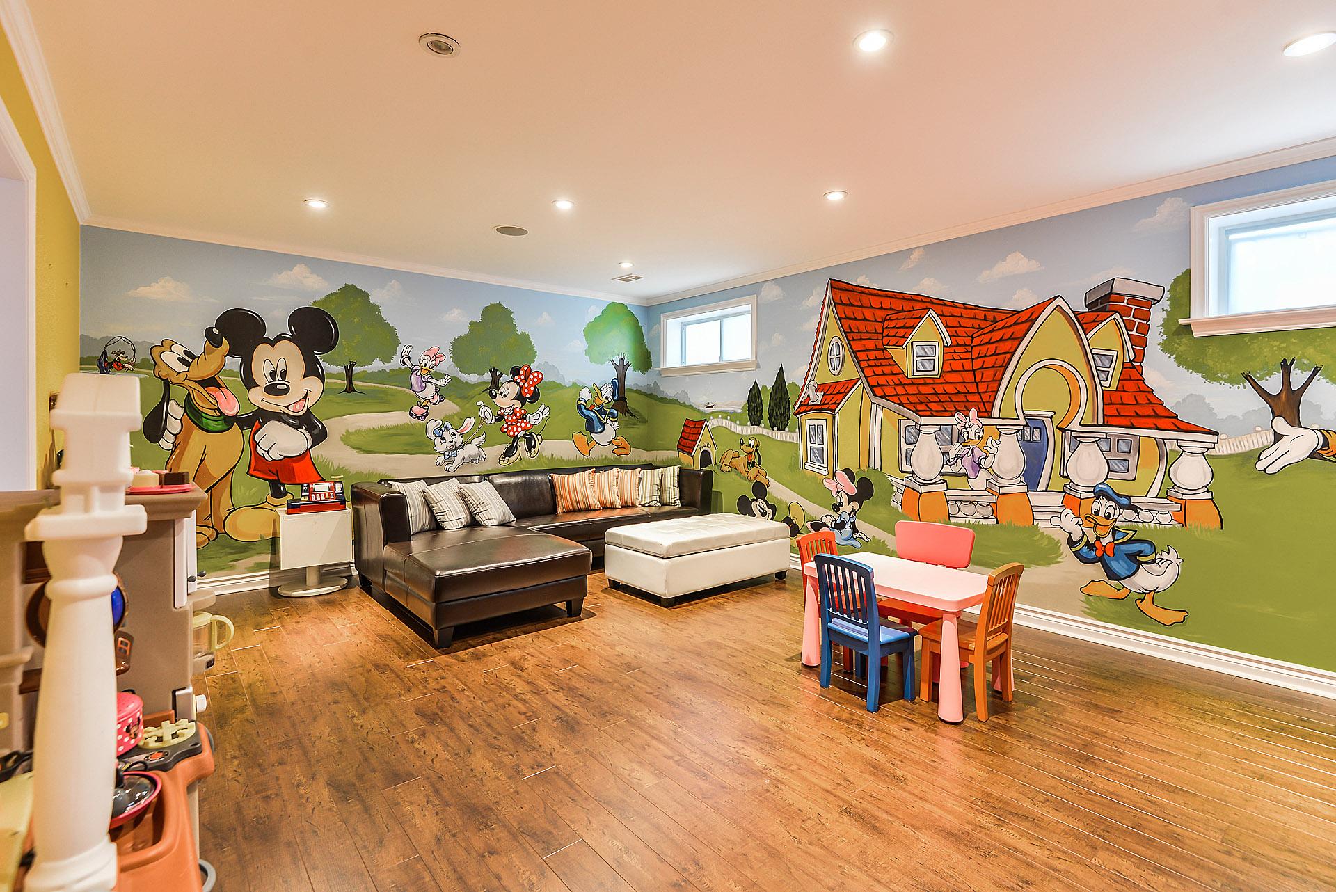 Murals By Marg Mickey Playroom 2.JPG