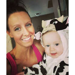 Happy early Halloween! Jaxyn is on her way to her party!!! 🎃🐄 Mommy is TAN for her American Cancer