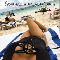 _lovinelectra looking amazing in Mexico on the beach with her Bunzies Spray Tan and her suit from _t