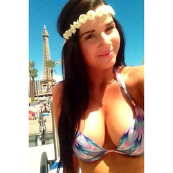 One of my #beautifullybronzed #Bunzies _ghamlett89 enjoying the #Vegas #sun with her #organicsprayta