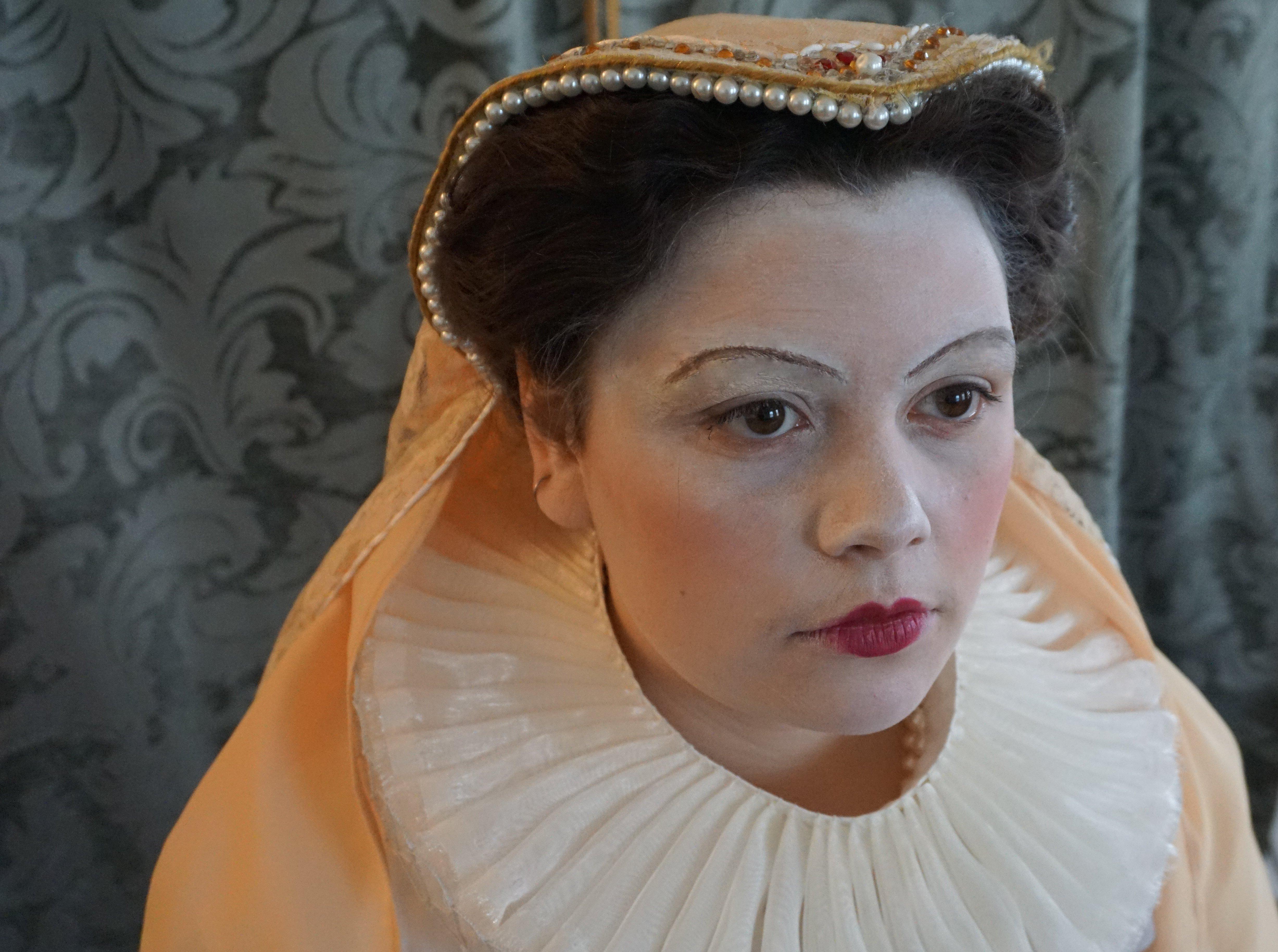 Elizabethan Attifet