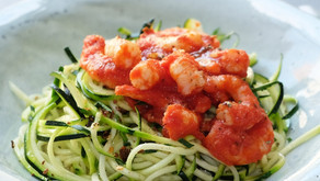 Espagueti de carbassó amb salsa de tomaquet i gambes