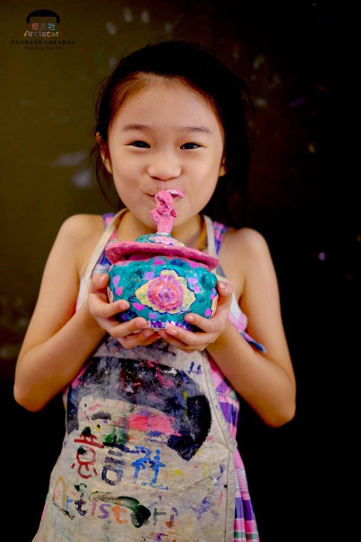 Chloe and her Clay artwork, Peranakan Kamcheng
