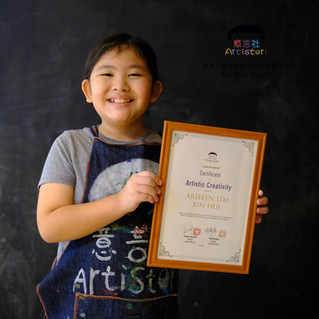 Artistori artists receive certificates