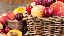 Как дольше сохранить свежесть летних фруктов?