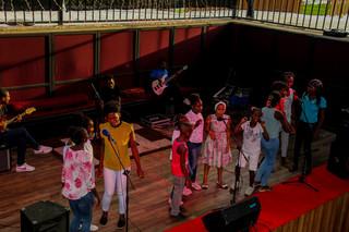 Crianças preparam a inauguração.. (9).jp