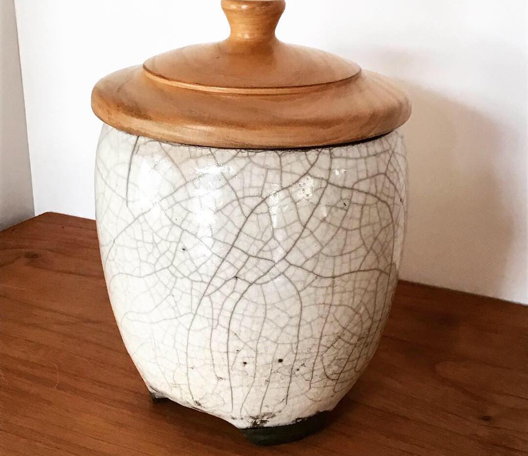 pot avec couvercle poirier