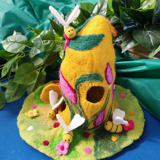 Bee Hive Beamsprite with 4 wool felt bumble bees