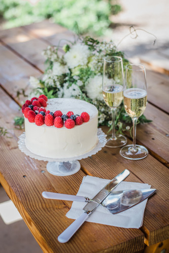 Wedding Cake & Champagne for 2
