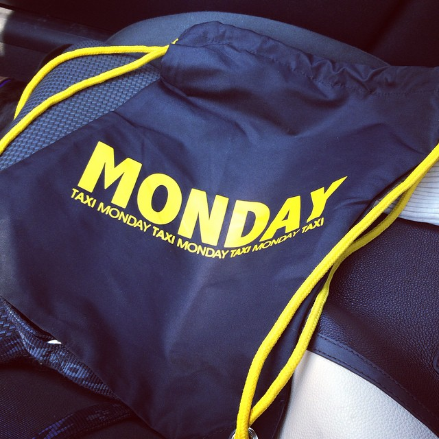 #monday #bag #stylish #cool #onthego #ilove #mondaydrinks #mondayenergy #montagenergy