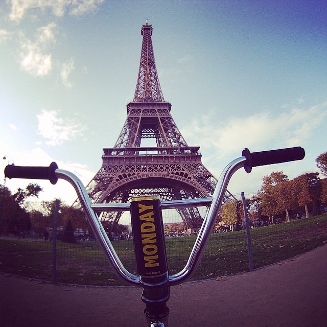 MONDAY in Paris! #eiffeltower #france #energy #energydrink #travel #love #fall #autumn #yellow #blac