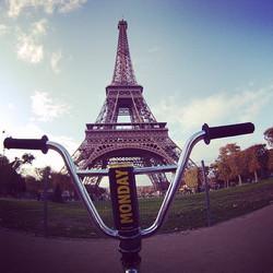 MONDAY in Paris! #eiffeltower #france #energy #energydrink #travel #love #fall #autumn #yellow #blac