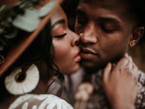 The Subtle Art of Romance: The Difference Between Courtship and Friendship