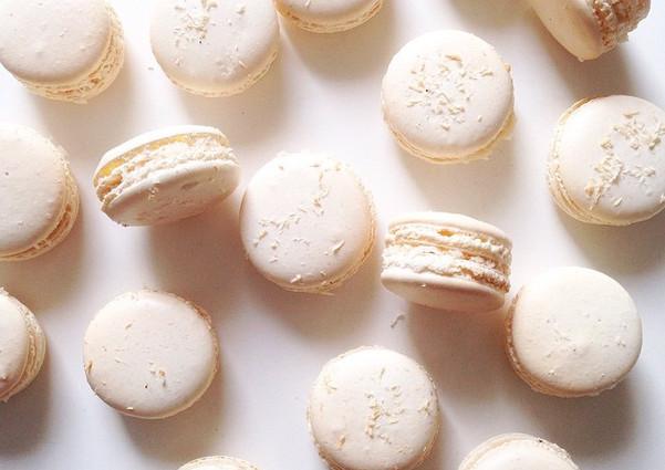 Hello petit Monday ☀️! #macarons #paris