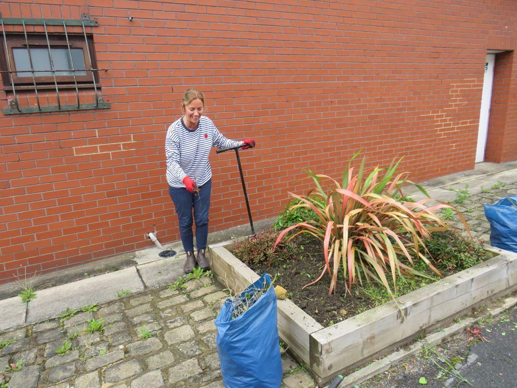 Team RHEA's Nicola and John getting the garden areas looking super