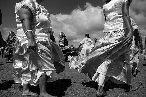 Jour de Yémanja, la danse (collection Sacré, Salé, Sucré)  Tirage 90 X 60 cm, 135 x 90 plein format, Patrick Raymond