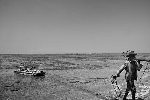 Le vieil homme et la mer (COLLECTION SACRÉ, SALÉ, SUCRÉ) Tirage 90 X 60 cm, 135 x 90 plein format, Patrick Raymond