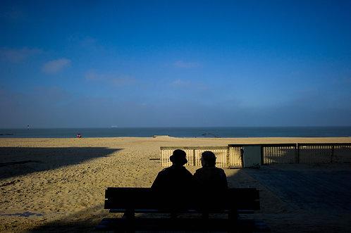 Le vieux couple sur un banc (Ostand)  Tirage 90 X 60 cm, 135 x 90 plein format, Patrick Raymond