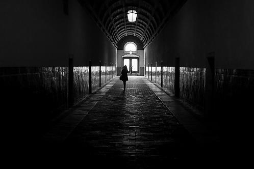 l'entrée au couvent (collection Blackmood)Tirage 90 X 60 cm, 135 x 90 plein format, Patrick Raymond